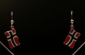 Sølvøredobber med flagg til anheng