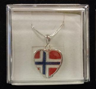 Sølvsmykke med norsk flagg til anheng